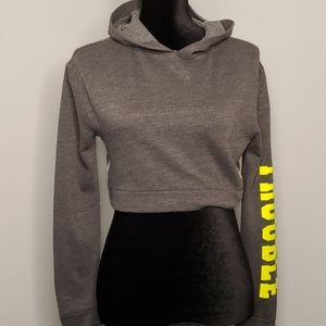 Flirtitude active cropped hoodie TROUBLE sleeve